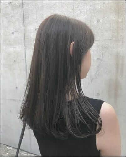 黒髪ロングヘアー、女性